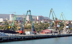 Минкавказа предлагает построить дополнительный порт в Махачкале