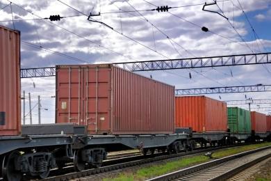 Силами ОТЛК и КЖД осуществлен одновременный перегруз встречных контейнерных поездов