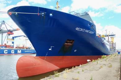 На линию Владивосток (Восточный) – Магадан поставлен контейнеровоз ледового класса