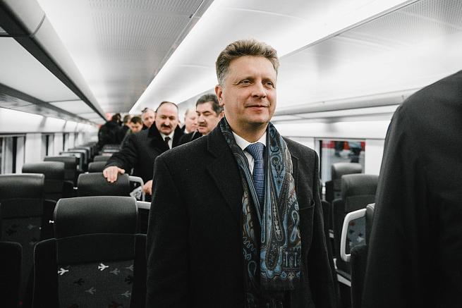 1-ый двухэтажный аэроэкспресс отправился ваэропорт Внуково
